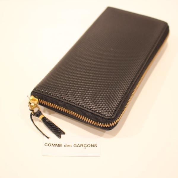 コムデギャルソンの財布 CdG-8F-D110-051-1